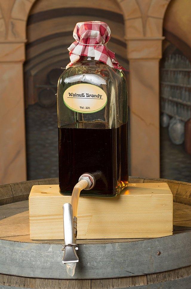 liko r walnuss brandy imgp5401  
